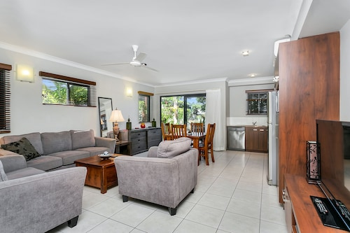 Blue Lagoon Lakeside, Cairns - Northern Suburbs