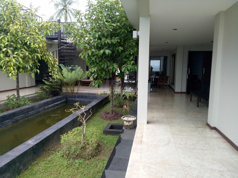 Villa Indah Batu Layar