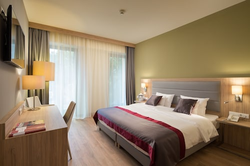 Verdi Grand Hotel, Budapesti