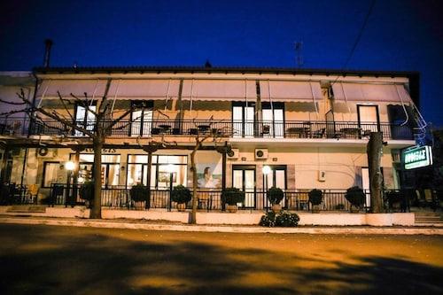 . Hotel Anixis