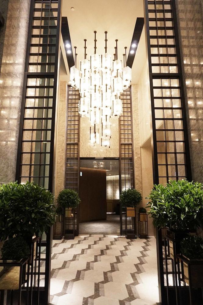 https://i.travelapi.com/hotels/22000000/21320000/21318800/21318769/02d4adb8_z.jpg