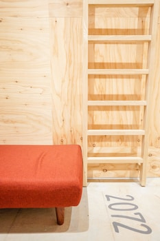 ドミトリールーム 女性専用 二段ベッドの上段ベッド1台|ホテル ポットマム