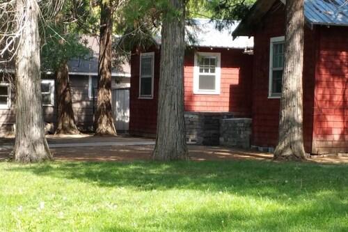 Historic Red Smarthouse-King-Walk Dwtn, Klamath
