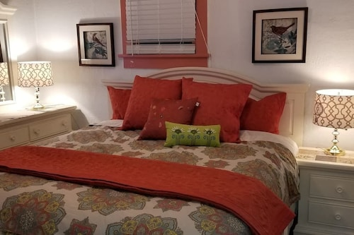 Historic SmartHome- King 1-5 Beds, Klamath
