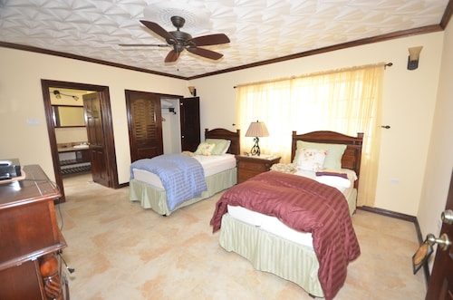 Dukes Hideaway, Silver Sands 6BR,