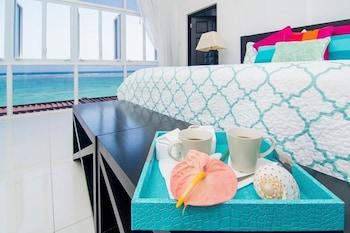 Room, 6 Bedrooms