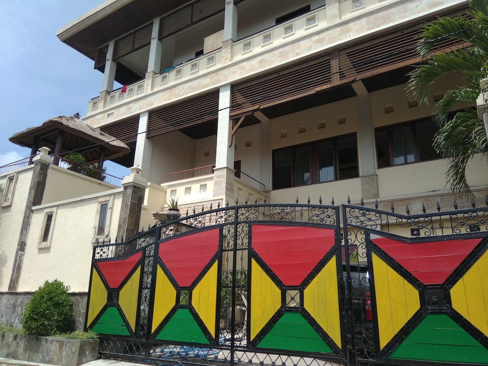 House Of D16 Hostel