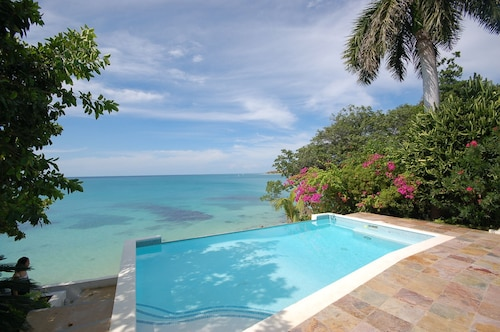 Culloden Cove, 5BR by Jamaican Treasures,