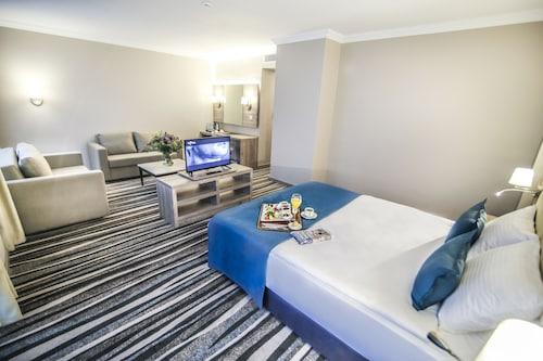. Hotel Excellence Inn