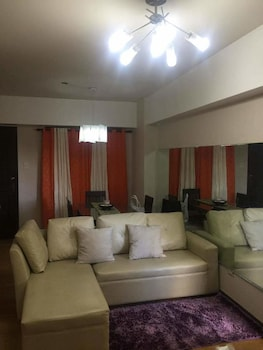 YOUR HOME AWAY FROM HOME ROYAL PALM Living Area