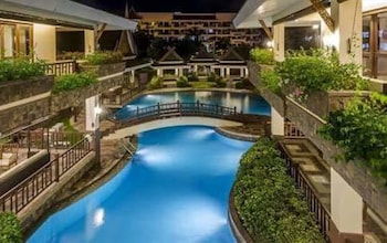 YOUR HOME AWAY FROM HOME ROYAL PALM Outdoor Pool