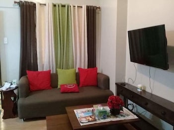 YOUR HOME AWAY FROM HOME ROYAL PALM Living Room