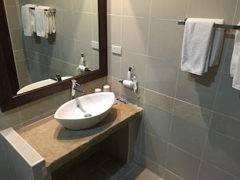 MANGO VALLEY HOTEL 2 Bathroom Sink