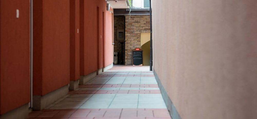 ホテル & ホステル ザグレブ