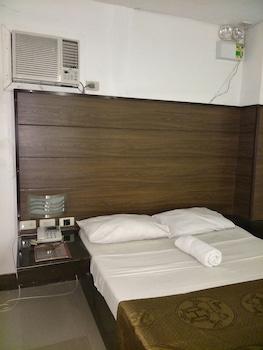 ANTON'S INN HOTEL Room