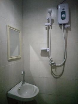 ANTON'S INN HOTEL Bathroom
