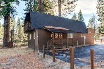 Four Bears Burrow Vacation Home 4 Bedroom