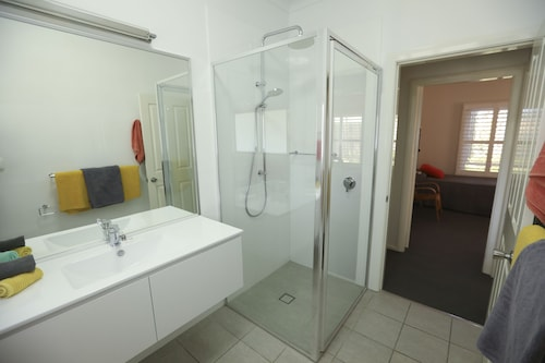 Country Apartments, Dubbo - Pt A