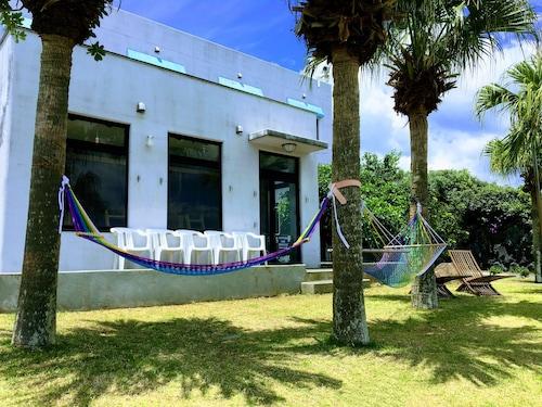 . SEADIVE Dormitory - Hostel
