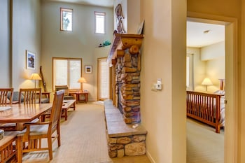 Mammoth Green 213 Vacation Home 3 Bedroom