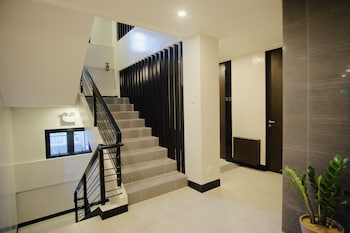ARTEMIS PLACE MAKATI HOTEL Staircase