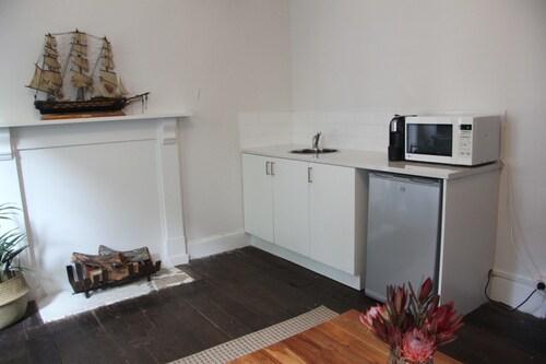 Hanley Apartment, Moyne - South
