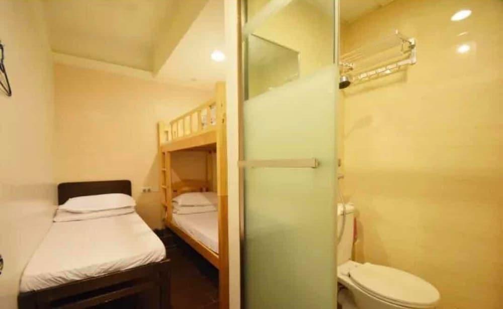 https://i.travelapi.com/hotels/22000000/21410000/21404000/21403934/b1332c0d_z.jpg