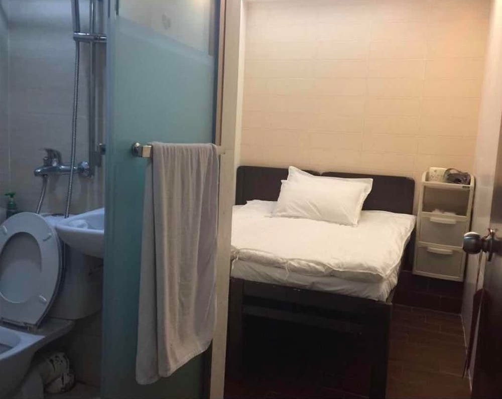 https://i.travelapi.com/hotels/22000000/21410000/21404000/21403934/f902b589_z.jpg