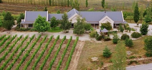 Hawkdun Rise Vineyard & Accommodation, Central Otago