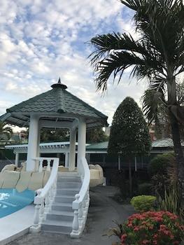 V RESORT DASMA Outdoor Pool