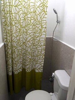 V RESORT DASMA Bathroom