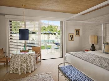 Double Room, Poolside