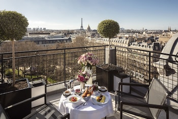 The Eiffel Penthouse with 360 Roof Terrace