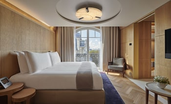 The Eiffel Writer's Suite with Terrace