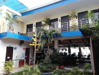 MANGO'S BEACHFRONT RESORT Courtyard