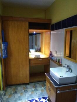 MANGO'S BEACHFRONT RESORT Bathroom Sink