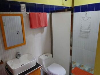 MANGO'S BEACHFRONT RESORT Bathroom Shower
