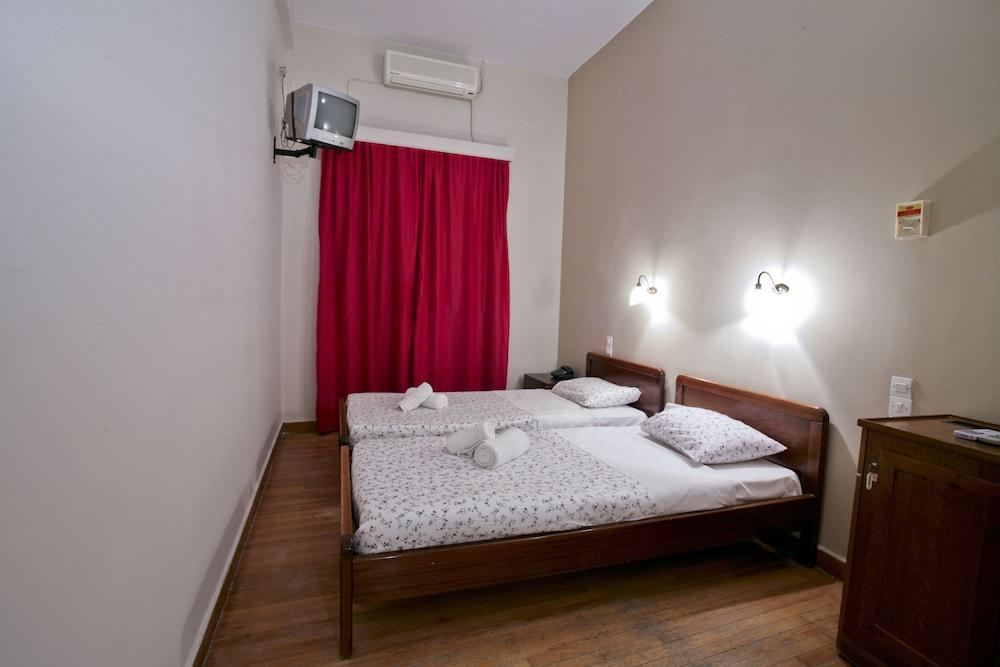 https://i.travelapi.com/hotels/22000000/21470000/21465200/21465142/43ce75c2_z.jpg