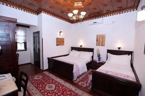 Antipatrea Hotel Berat, Beratit