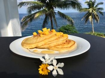 BINTANA SA PARAISO Food and Drink