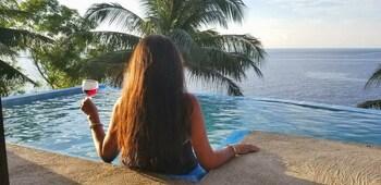 BINTANA SA PARAISO Outdoor Pool