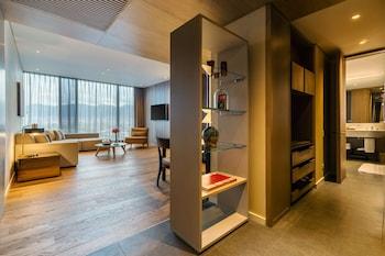 Suite, View, Corner