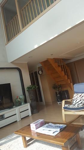Sky Guest House, Seo