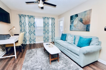 Beautiful Deluxe Clearwater Apartment CP- 803