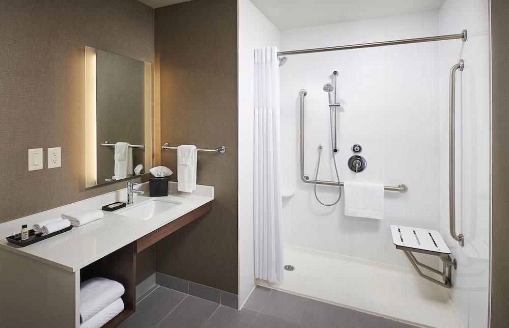 https://i.travelapi.com/hotels/22000000/21520000/21511400/21511334/71c059b0_z.jpg