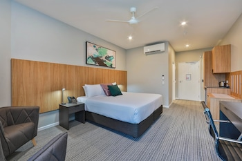 Guestroom at Best Western Plus North Lakes Hotel in North Lakes