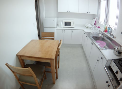 Lux Guesthouse - Hostel, Seodaemun