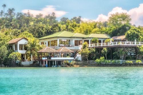 . Edgewater Dive & Spa Resort