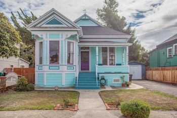 Victorian Charmer in the Heart of the Bay
