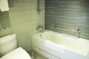 グリーン ワールド トリプルベッズ ホテル (洛碁三貝茲飯店)